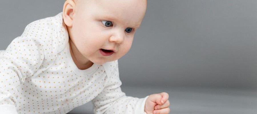 Dezvoltarea oculară de la naștere la 1 an