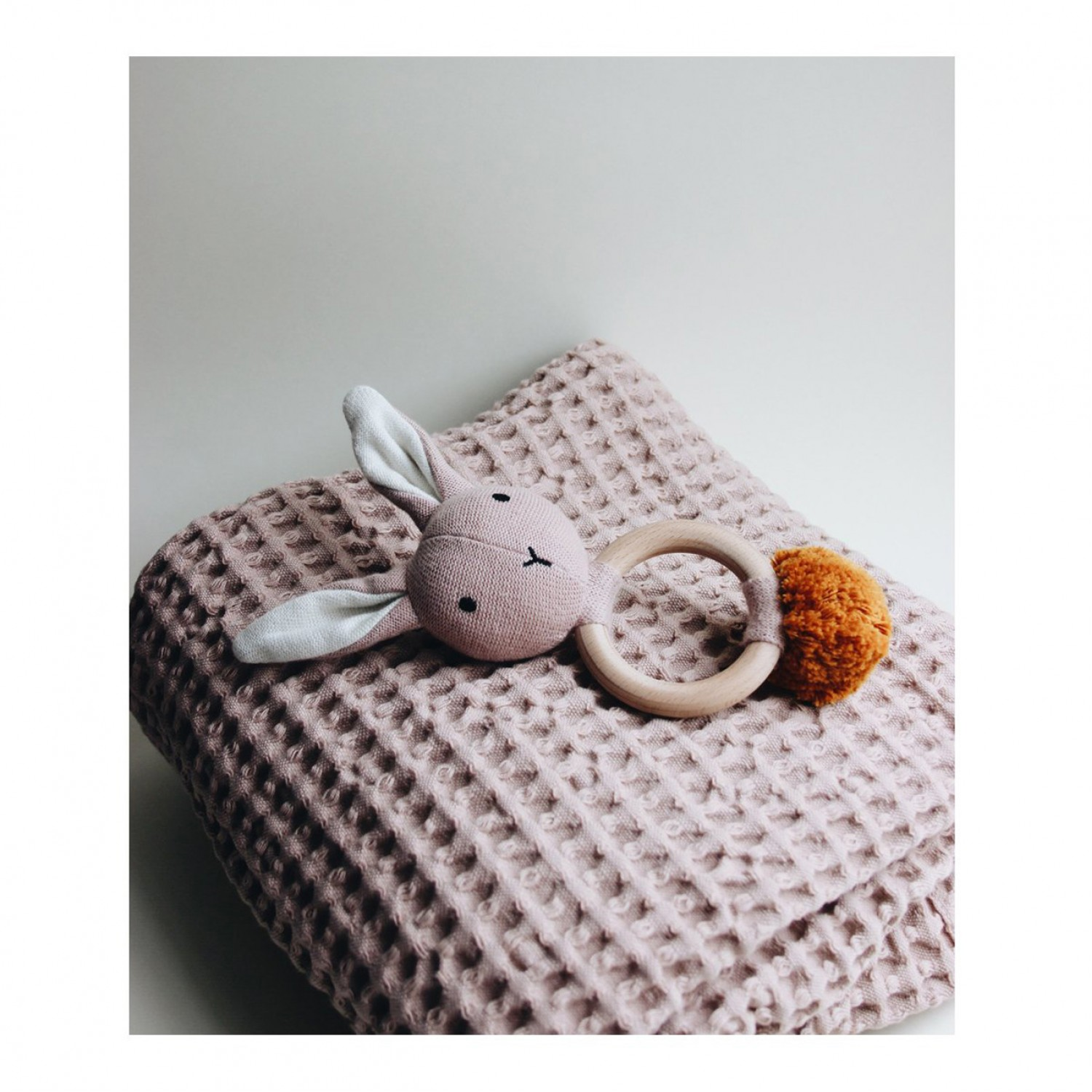 Aria rattle | Rabbit rose