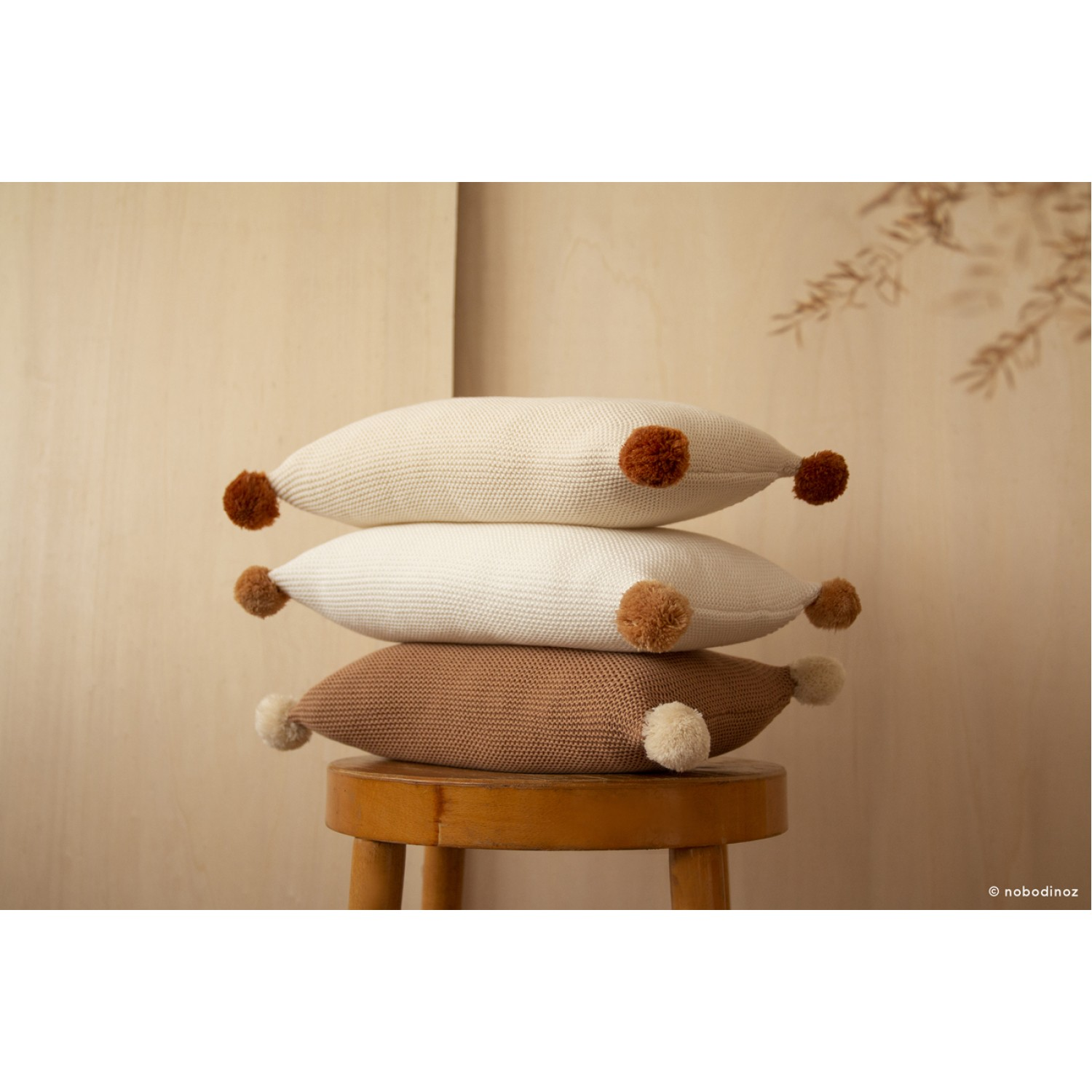 So Natural knitted cushion • Biscuit